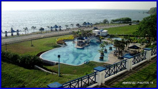 Thunderbird Resorts Poro Point: overview of the pool