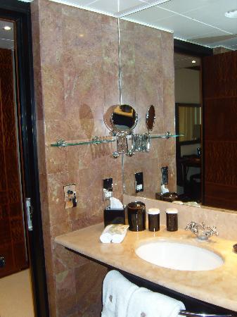 COMO The Halkin: The en suite