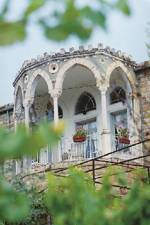 Iris Flower Hotel: Houses in Jezzine's Area 5