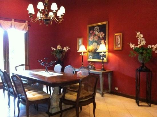 Villa Pakem : dining room that we regretably didnt use much off.