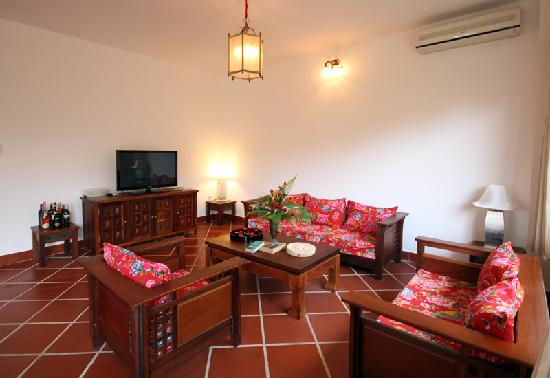 Full Moon Village: Three bedroom Villa livingroom