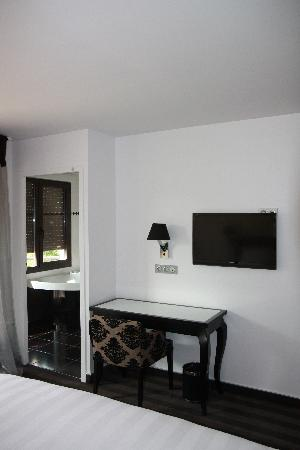 Hotel Henry II Beaune Centre: CHAMBRE SUPERIEURE
