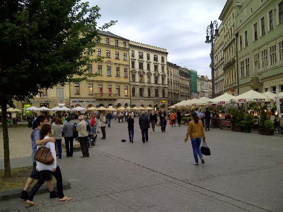 Kossak Hotel: A view of the cafe' - lined sidewalks of the city centre