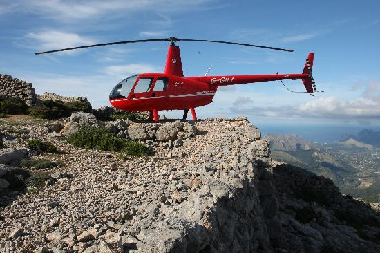 Balearic Helicopters : Mountain landing for a picknic