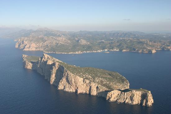 Balearic Helicopters : The island of dragonera