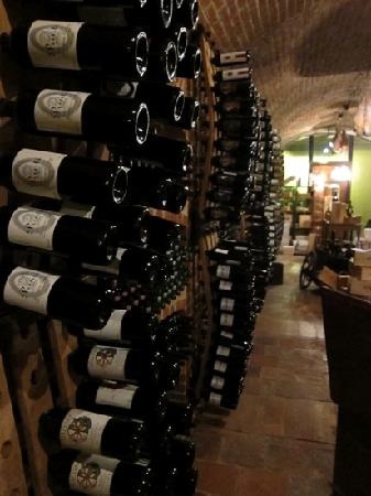 Canale, Italie : the cellar