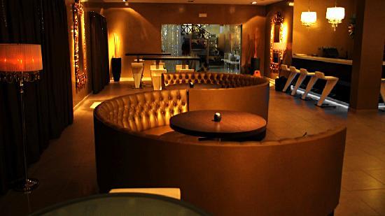 Melia Tortuga Beach Resort & Spa: Late Bar