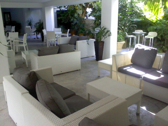 Livadhiotis City Hotel: Inner courtyard