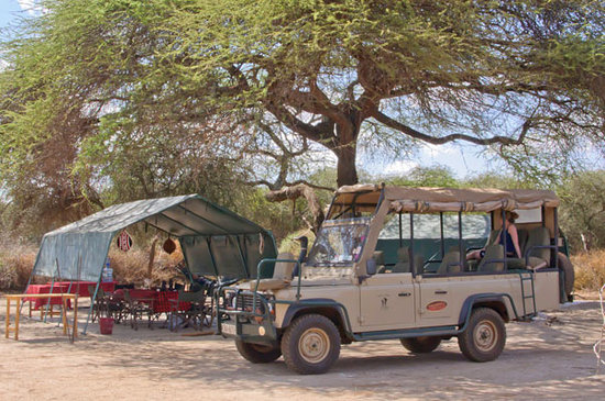 Gamewatchers Adventure Camp, Selenkay: The dining tent & safari vehicle