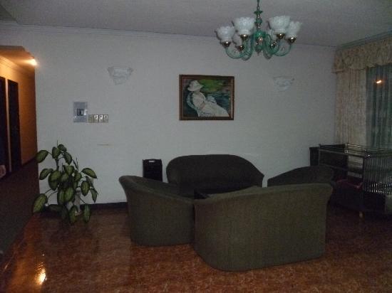 """Golf 1 Hotel Dalat: """"salon"""" aux 3 étages"""