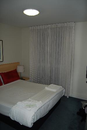 Adina Apartment Hotel South Yarra Melbourne: Master bedroom