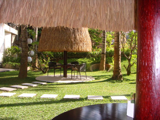 Kupu Kupu Jimbaran & Bamboo Spa by L'Occitane: Restaurant gardens