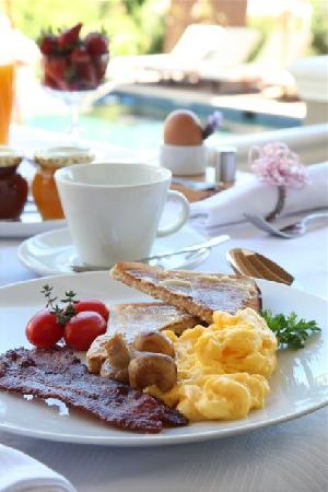 Plumwood Inn: breakfast