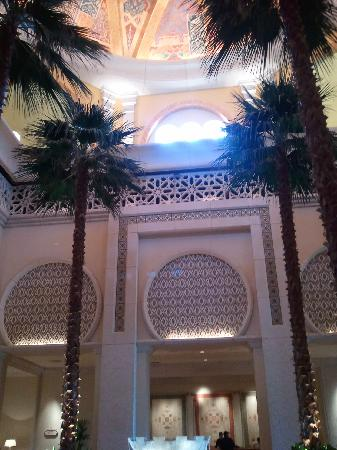 The Palace at One&Only Royal Mirage Dubai: View of the lobby ceiling