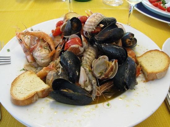 Ristorante Nettuno: zuppa di frutti di mare , la trovate tra gli antipasti