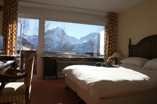 Chalet Hotel Berangere : A piste-side room