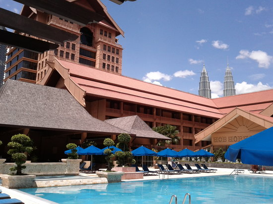 Royale Chulan Kuala Lumpur : Can see Towers from the pool