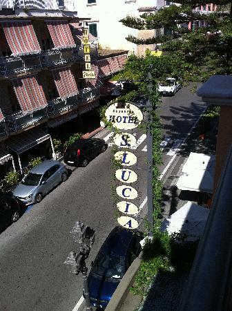 Hotel Santa Lucia: Vista su minori