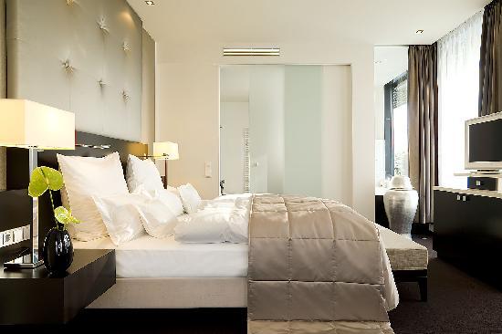 Relais & Chateaux Hotel Burg Schwarzenstein: Schlafzimmer Suite
