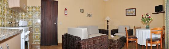 Tonel Apartaments: Living Room