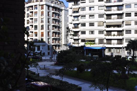 Hotel Zaragoza Plaza: View from balcony at Zaragoza Plaza