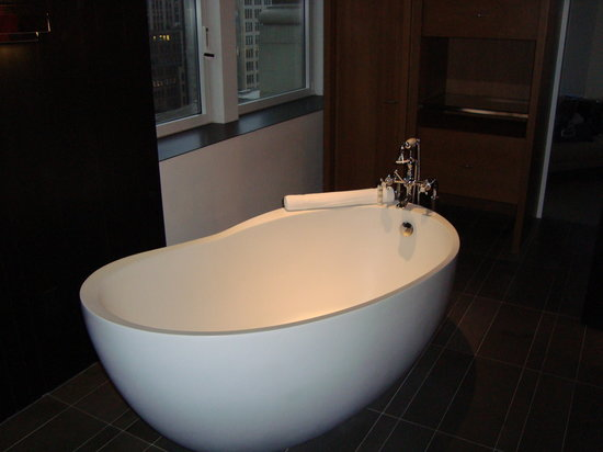 Andaz 5th Avenue: The tub!