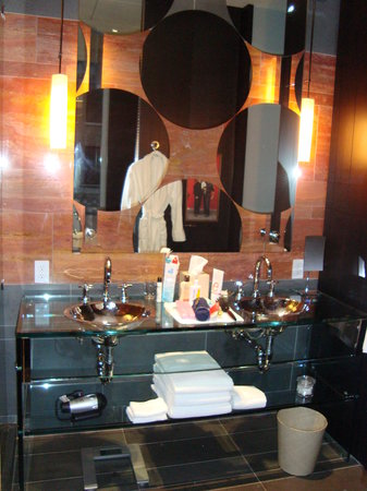 Andaz 5th Avenue: The bathroom!