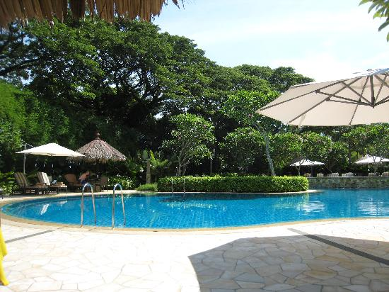 Shangri-La's Rasa Sayang Resort & Spa: By the pool