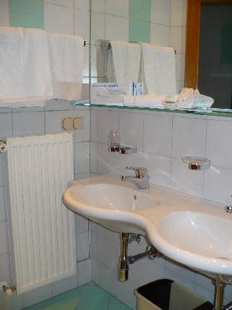 KOLLER's Hotel: baño1