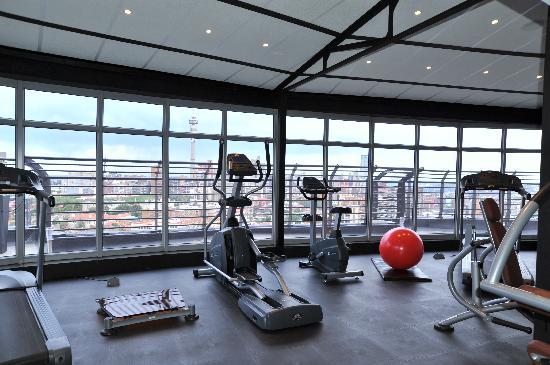 Protea Hotel Johannesburg Parktonian All-Suite: Gym on Skylevel