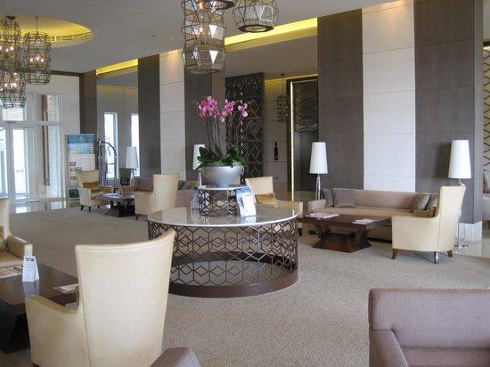 Millennium Resort Mussanah: Foyer at the Millenium Resort