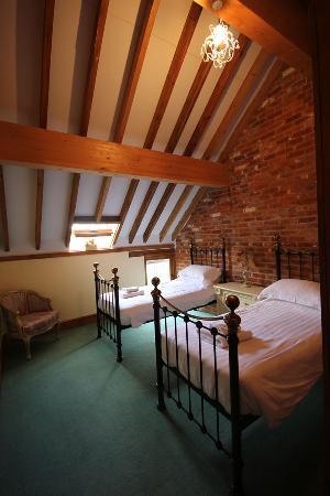 Iken Barns: Estuary Barn (sleeps 4) Twin Room