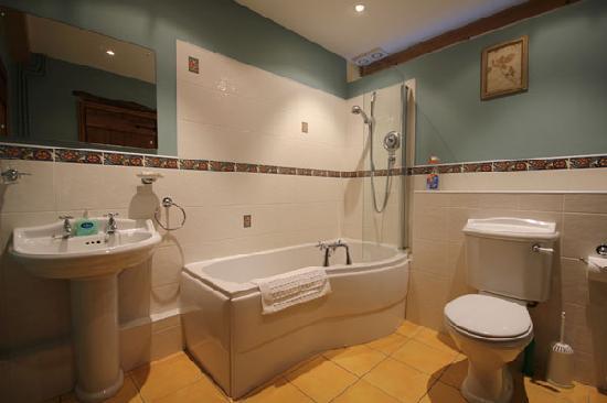 Iken Barns: One of the en-suite bathrooms in Estuary Barn (sleeps 4)