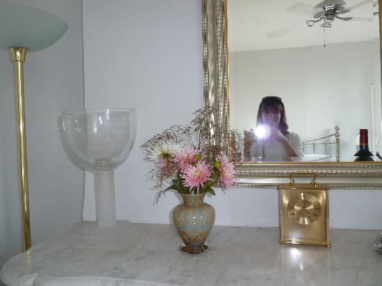 Domaine des Faures : fresh flowers and glass in our room and me!