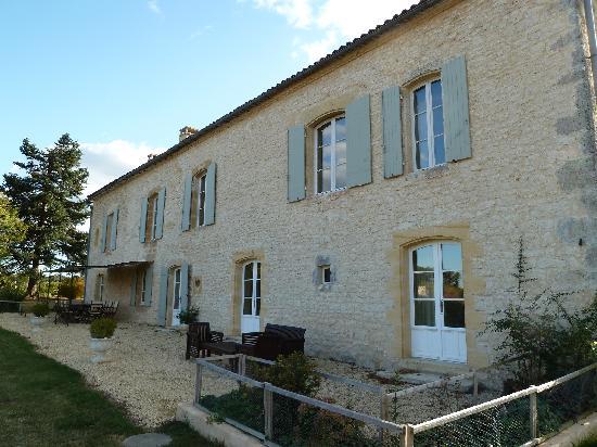 Domaine des Faures: house view 2
