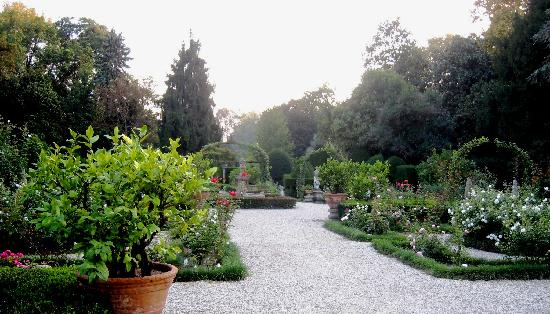 Villa Pisani - Formal garden in autumn