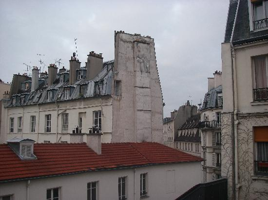 Hotel des Grandes Ecoles: The view from our hotel window