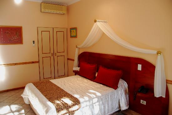 Hlangana Lodge: our room