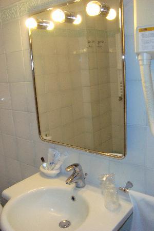 Excel Hotel Roma Ciampino: Bad