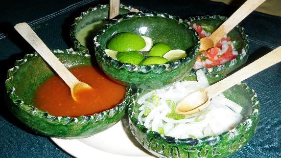 Los Portales: Las salsas es el éxito del lugaar