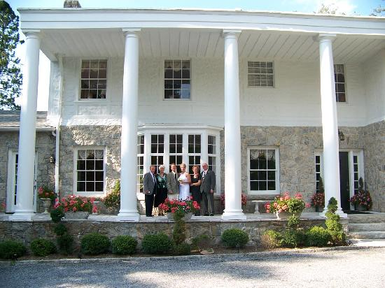 Pinebrook Manor B&B Inn: beautiful photo op!