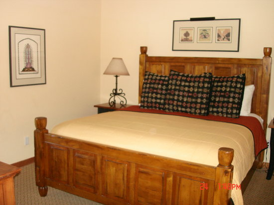 Old Santa Fe Inn : Bed