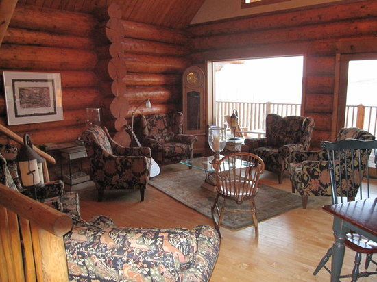 Inn On The Lake: A cozy place to sit and chat with fellow guests.