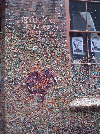 ‪The Gum Wall‬