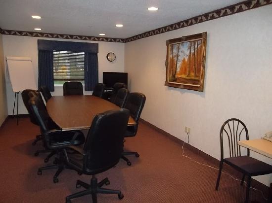 Comfort Inn: Baymont Boardroom
