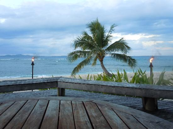 Tavarua Island Resort: View from the deck in front of the restaurant