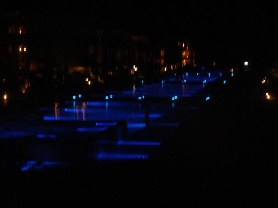 Jaz Aquamarine: бассейны вид ночью