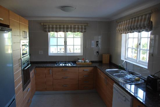 Belvidere Manor: fully equipped kitchen