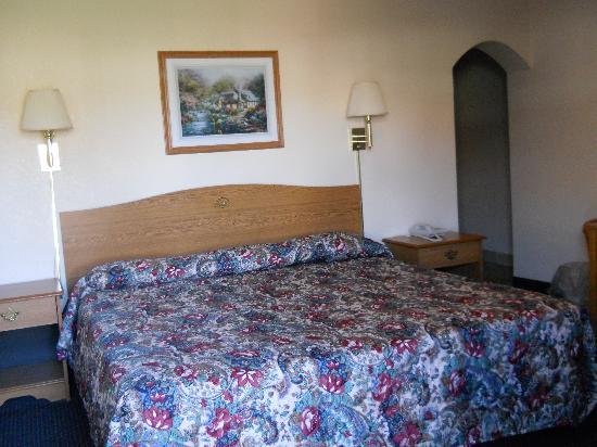 Regency Inn: King Bed