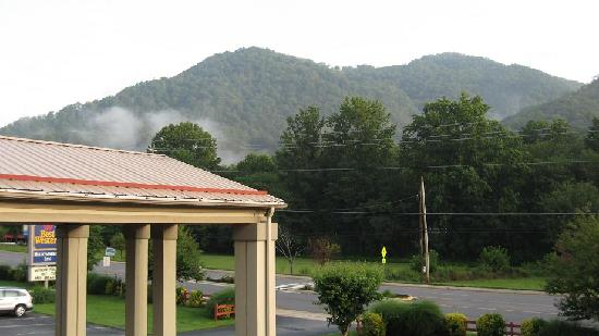 BEST WESTERN Mountainbrook Inn: View from the upper room